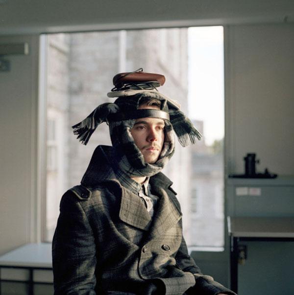 шарф и ремень на голове